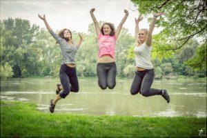 jumping-444613_1920